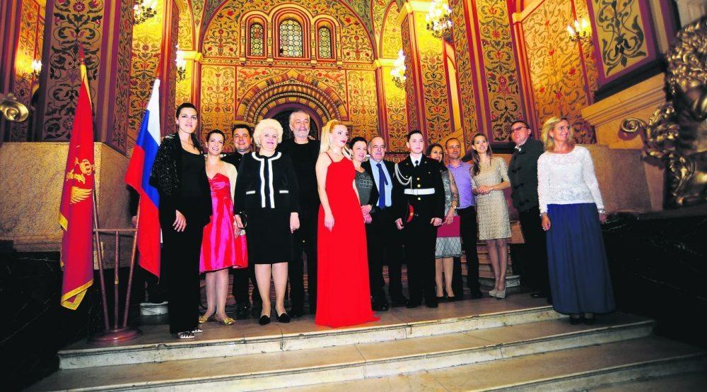 ucesnici_koncerta_u_kremlju_sa_ambasadorom.jpg