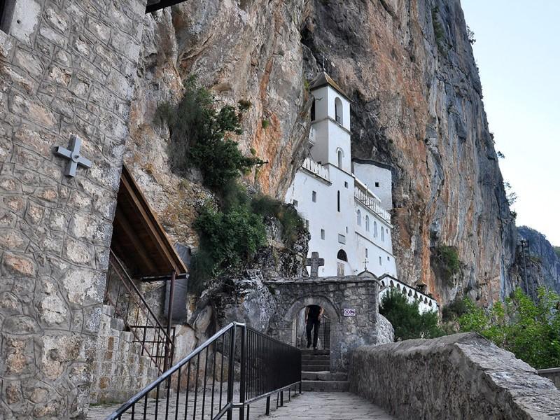 manastir_ostrog.jpg